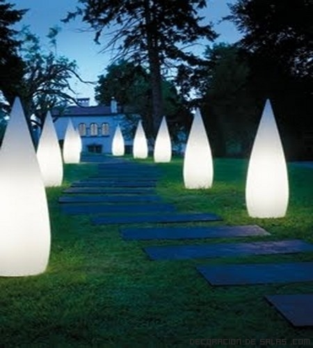 Ideas para iluminar tu jard n for Balizas jardin