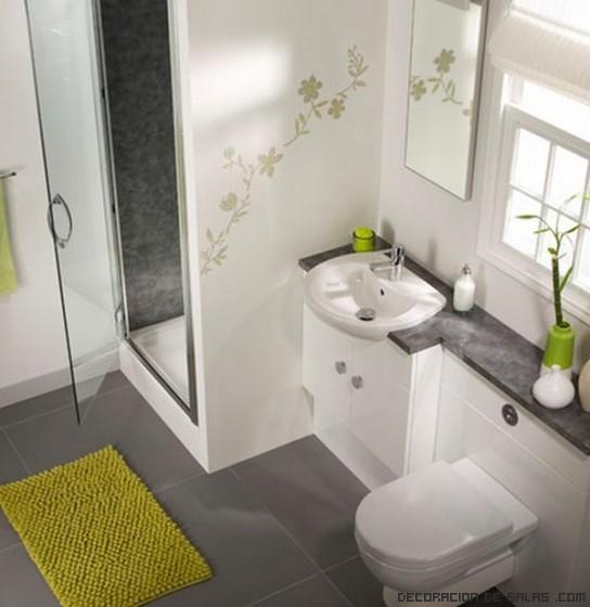 Baños Decorados Blanco:Si las baldosas del baño son más grandes, parecerá que la