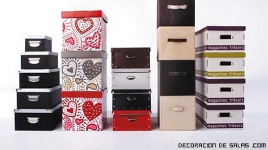 Ideas para organizar tu armario esta temporada for Cajas para guardar ropa armario