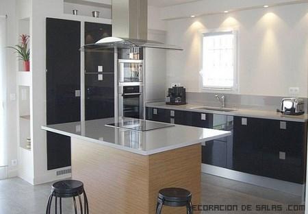 C mo aprovechar la isla de una cocina for Muebles de cocina modernos con isla