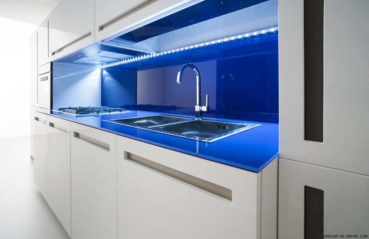 Cocinas en azul for Iluminacion encimera