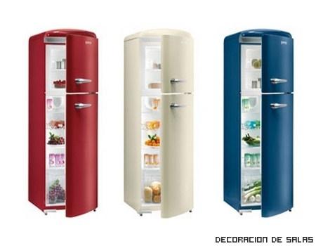 Una cocina llena de color gracias al frigorífico