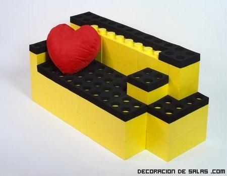 Sofá hecho con piezas de Lego