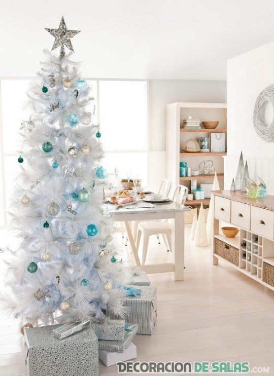 árbol de navidad en blanco y azul