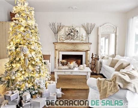 árbol de navidad grande en salones