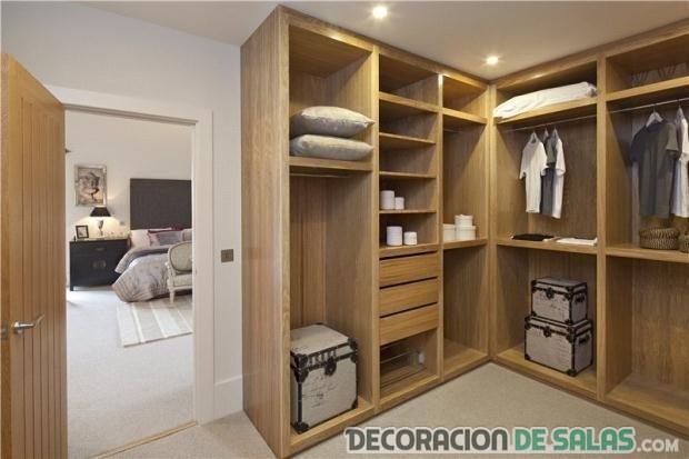 armario en madera y sin puertas
