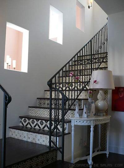 M s ideas para decorar las escaleras de interior - Decoracion escaleras de interior ...