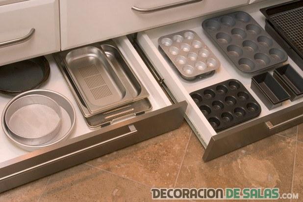 cajones de almacenamiento en cocina