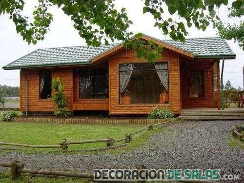 casa de madera en una planta