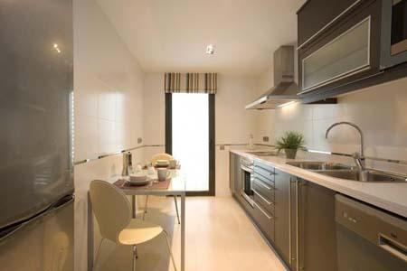 Trucos para cocinas peque as - Decoracion de cocinas pequenas y alargadas ...