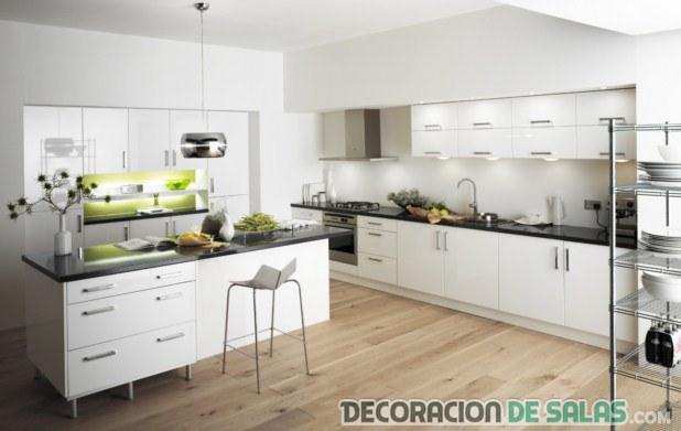 cocina amplia en color blanco