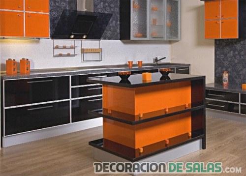 Déjate llevar por el color naranja y negro en tu cocina