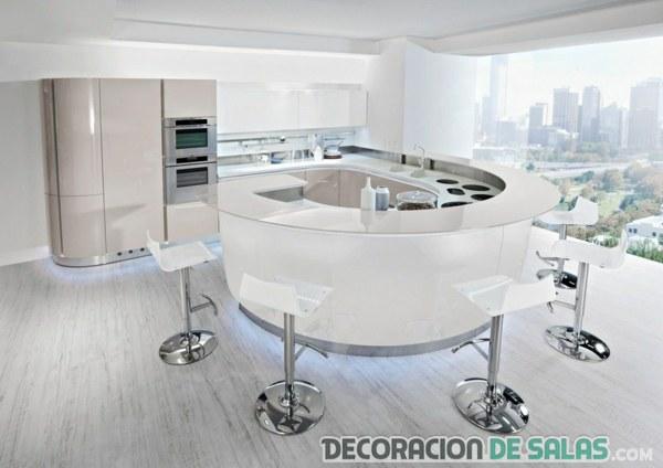 cocina con isleta redonda en color blanco