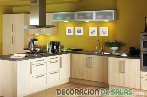 Cocina con paredes en color for Paredes decoradas para cocinas