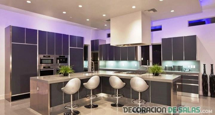 cocina elegante y moderna bien iluminada