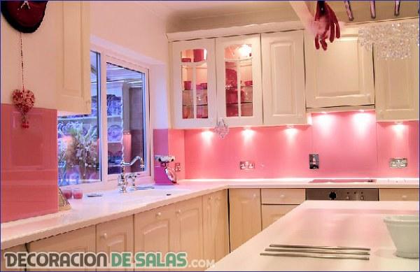 Ideas de cocinas donde el rosa es protagonista