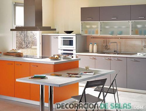 cocina naranja con office