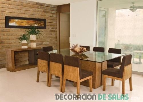 comedor en marrón con sillas modernas