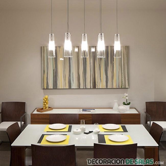 comedor moderno con mesa