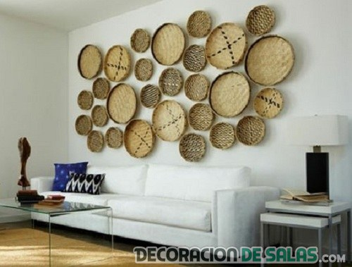 decoración de pared con cestos