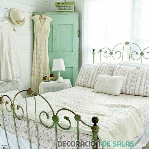 dormitorio cama de forja dedcoración vintage