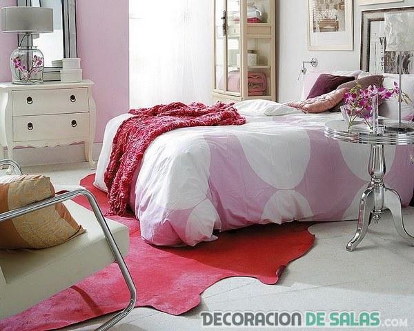 dormitorio con colores rosados