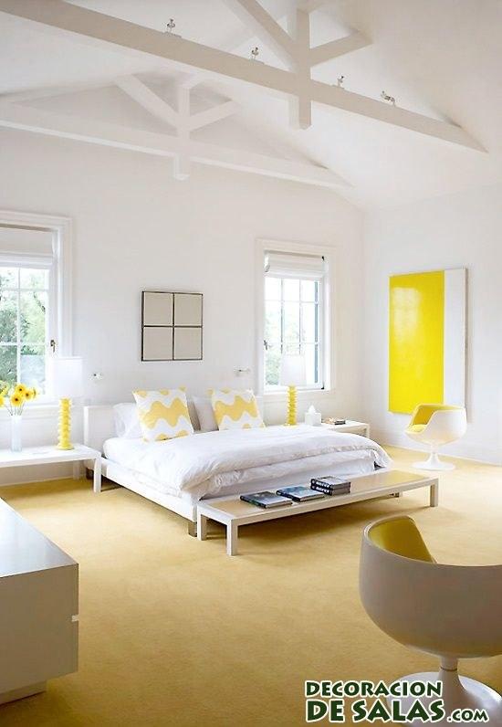 dormitorio con suelo en color amarillo