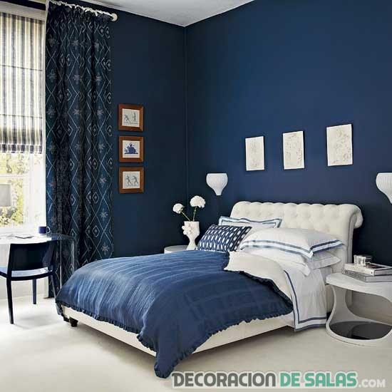 dormitorio en azul marino intenso