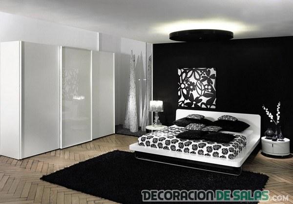 dormitorio en negro con alfombras