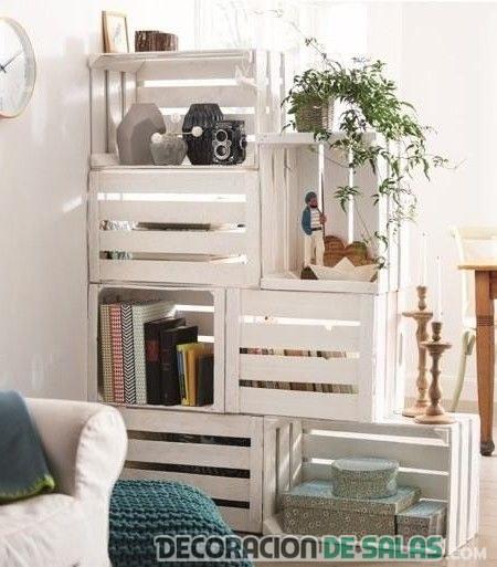 estantería reciclada en blanco para salón