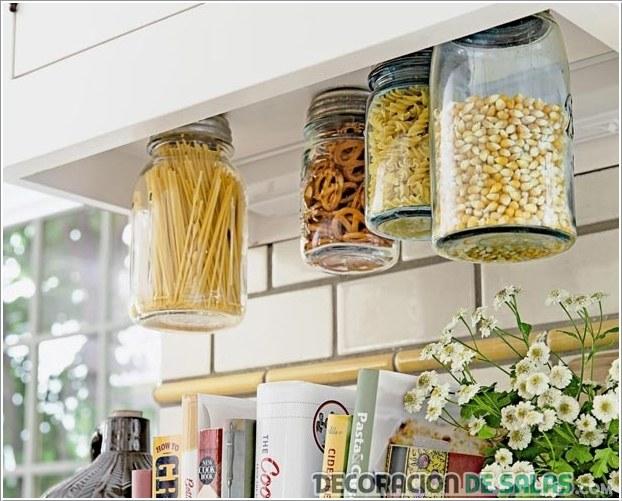 frascos en la cocina