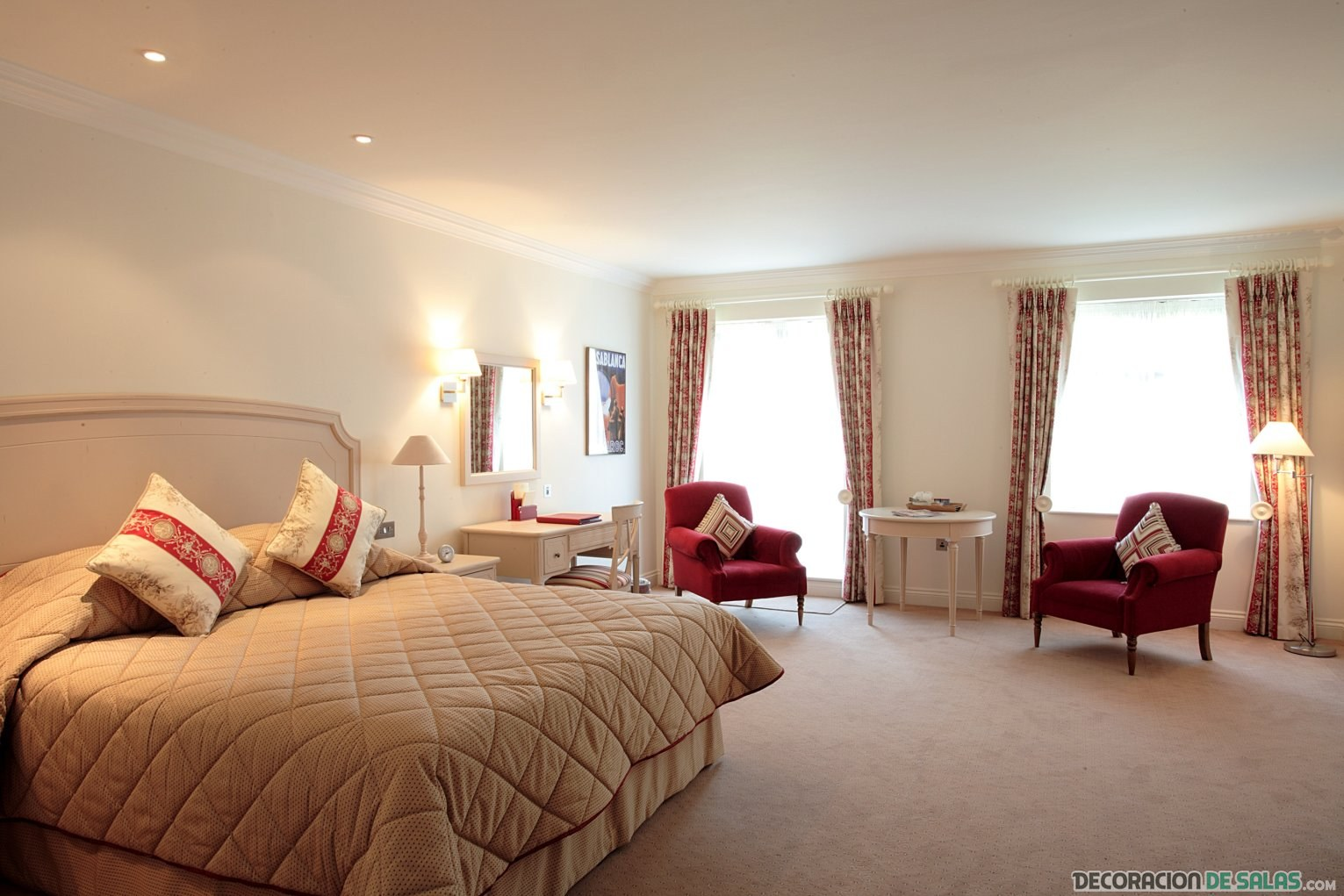 habitación amplia estilo clásico