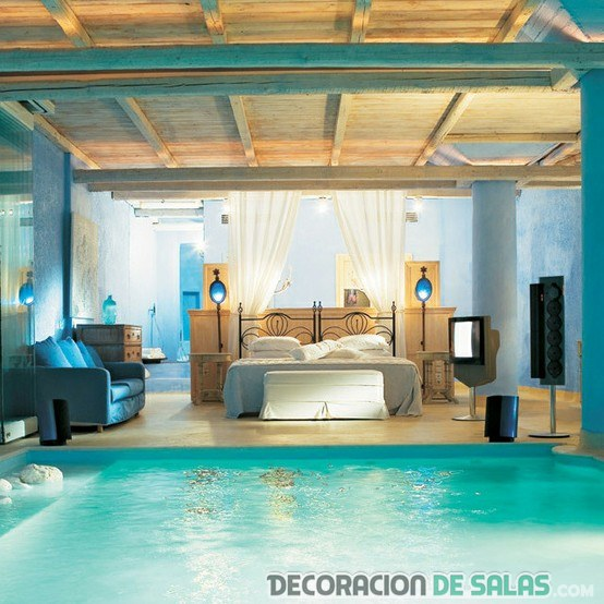 habitación con piscina