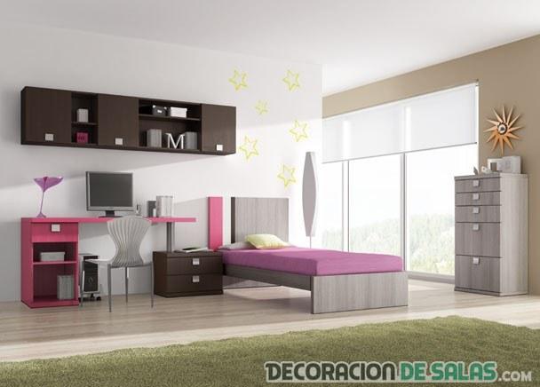 habitación con una cama y escritorio