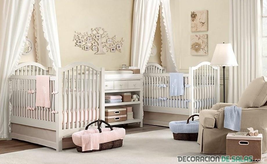 habitación de bebé con dos cunas