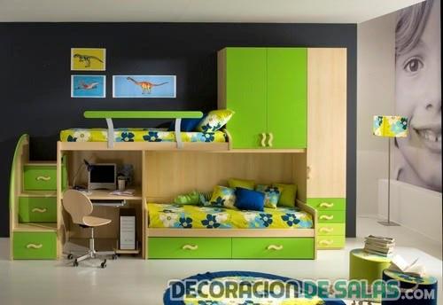 habitación verde con escritorios