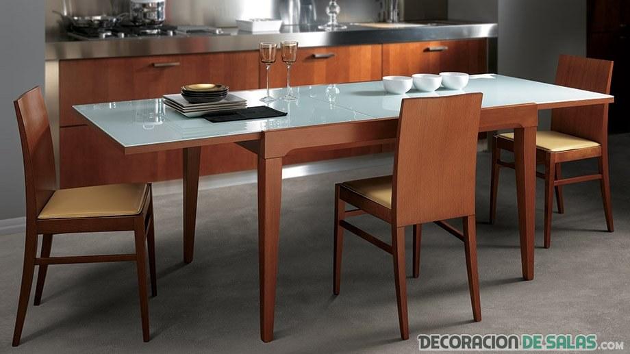 mesa extensible en color marrón madera