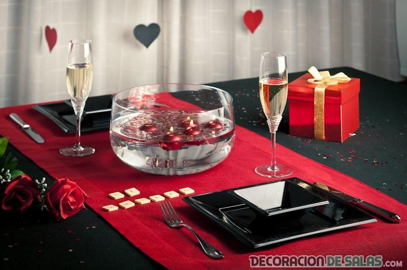 Distintas mesas para un mismo san valent n for Decoracion mesa san valentin