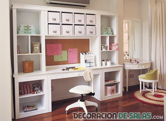 oficina decorada con muebles blancos