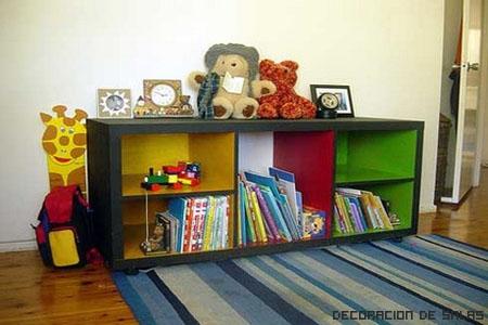 si no quieres que los cestos o cajas de los juguetes estn siempre por medio de la habitacin robando espacio gurdalo debajo de la cama