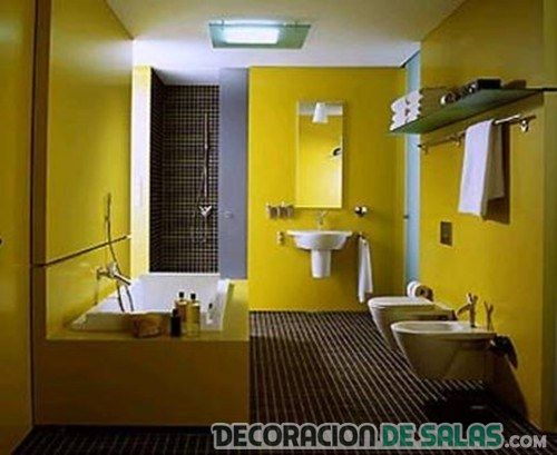paredes del baño en color amarillo