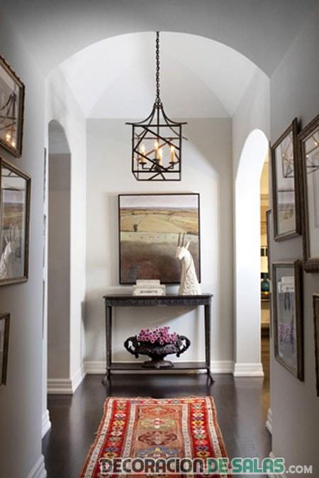 pasillo elegante decorado