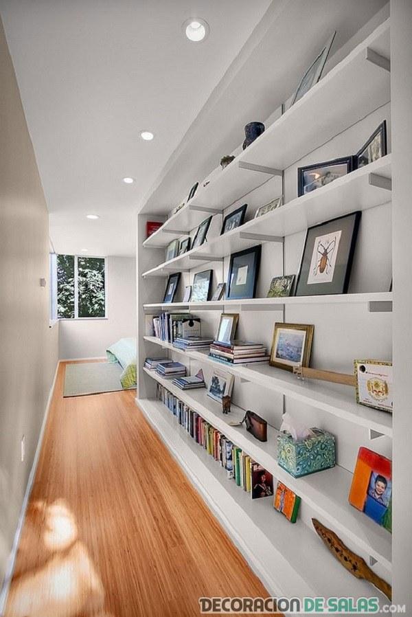 pasillo estanterías baldas