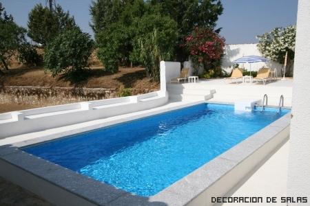 Piscina en casa for Modelos de casas con piscina