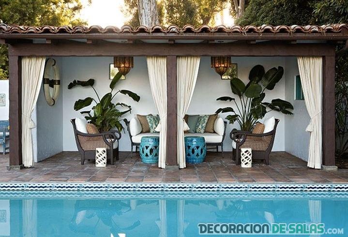 piscina con terraza cubierta