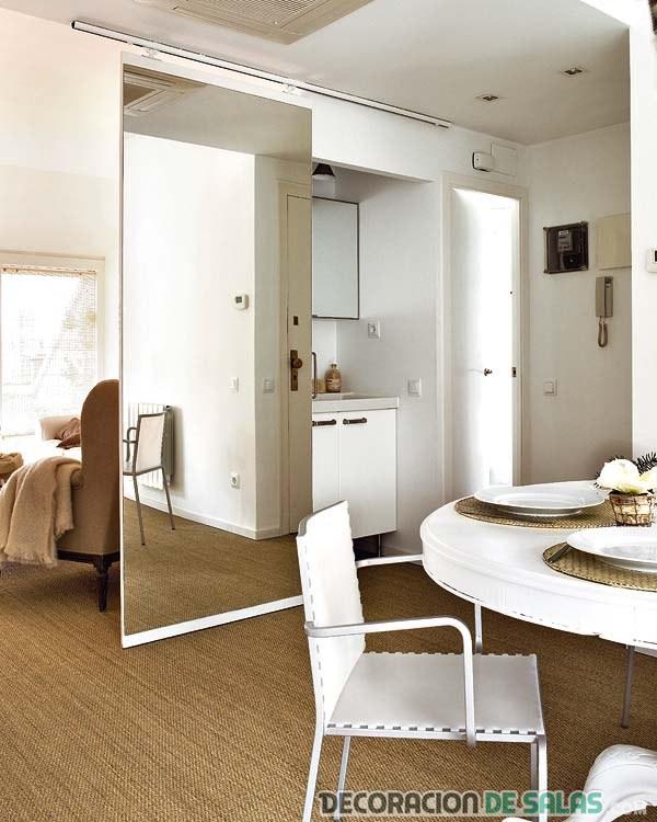 Decora con puertas de espejo para un ambiente luminoso for Espejos para pared completa