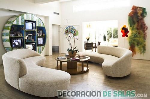 sala minimalista con sofá redondeado