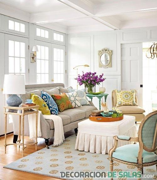 salón con pinceladas turquesa