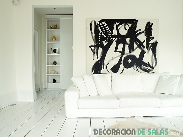 salón con suelo blanco en madera