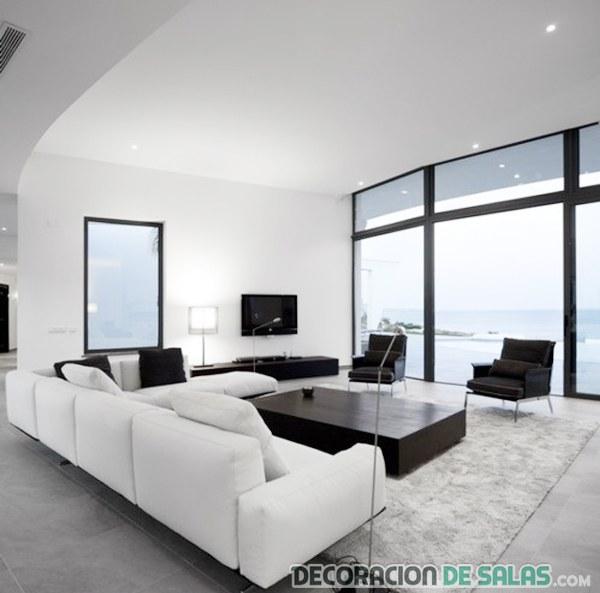 salón luminoso en blanco y negro
